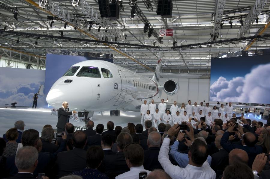 Le Dassault Falcon 5X sort d'usine – Air et Cosmos
