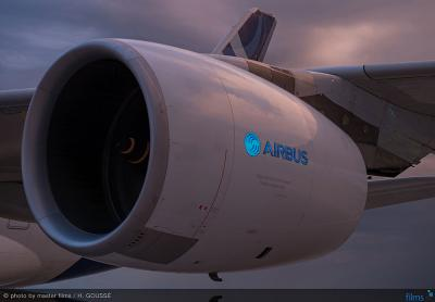 """Aircelle """"lights up the sky"""" during the initial test flight of a nacelle with an electro-luminescent display"""