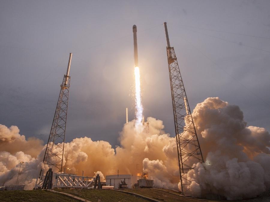 Le Falcon 9 accède aux marchés militaires – Air et Cosmos