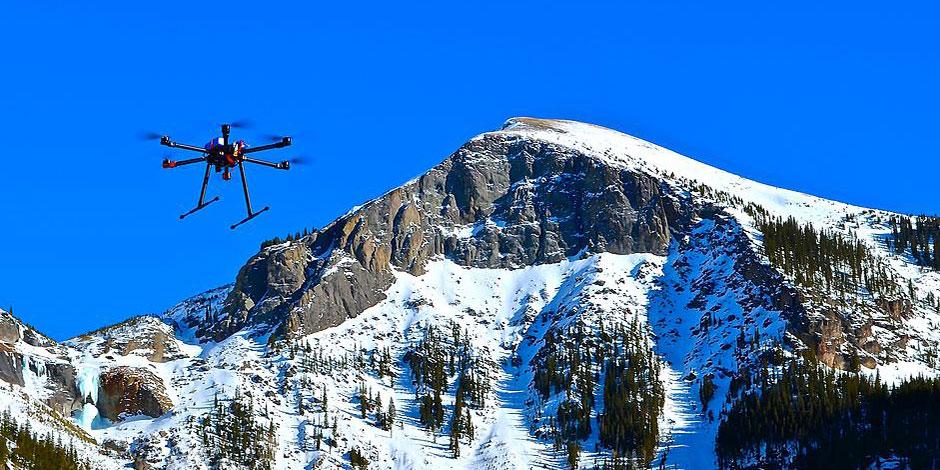 Des drones explosifs pour déclencher les avalanches – H+ Magazine