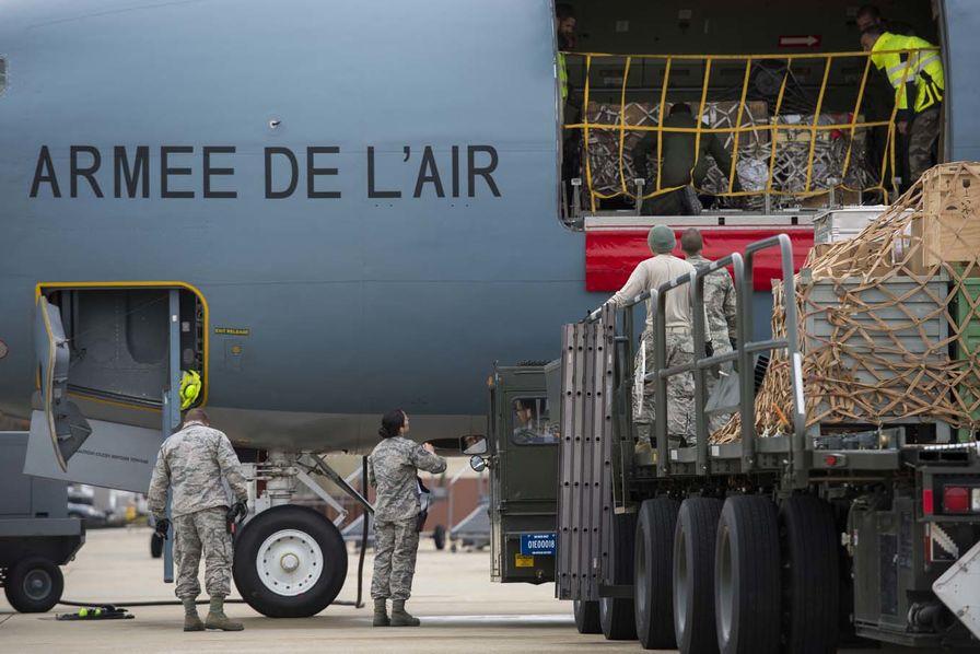 La défense prévoit 13 000 recrutements en 2016