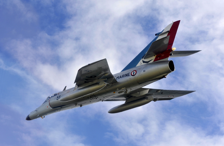 Marine Nationale : Fin de carrière pour le Super Etendard. – Air&Cosmos