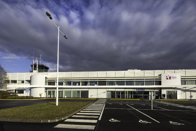 Qui va récupérer les aéroports français de SNC-Lavalin ? – Air&Cosmos