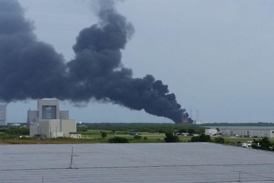 Un lanceur de SpaceX explose durant une phase de test