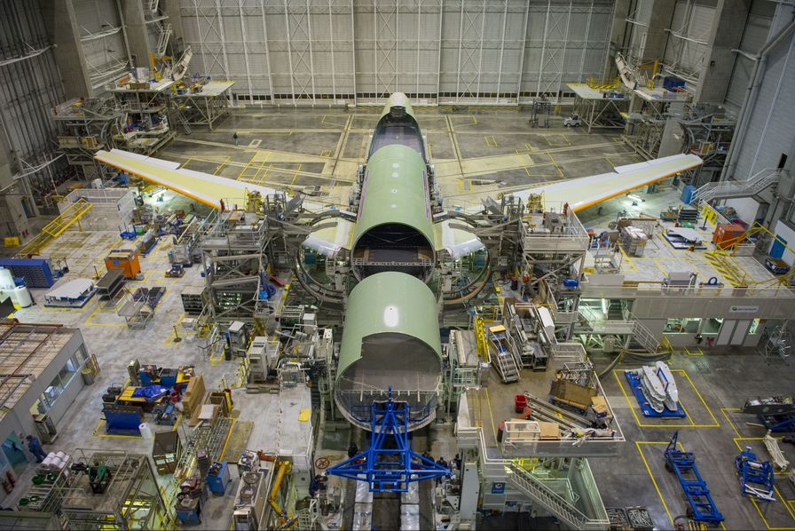 Airbus débute l'assemblage du Beluga XL, son nouveau gros-porteur, à Toulouse