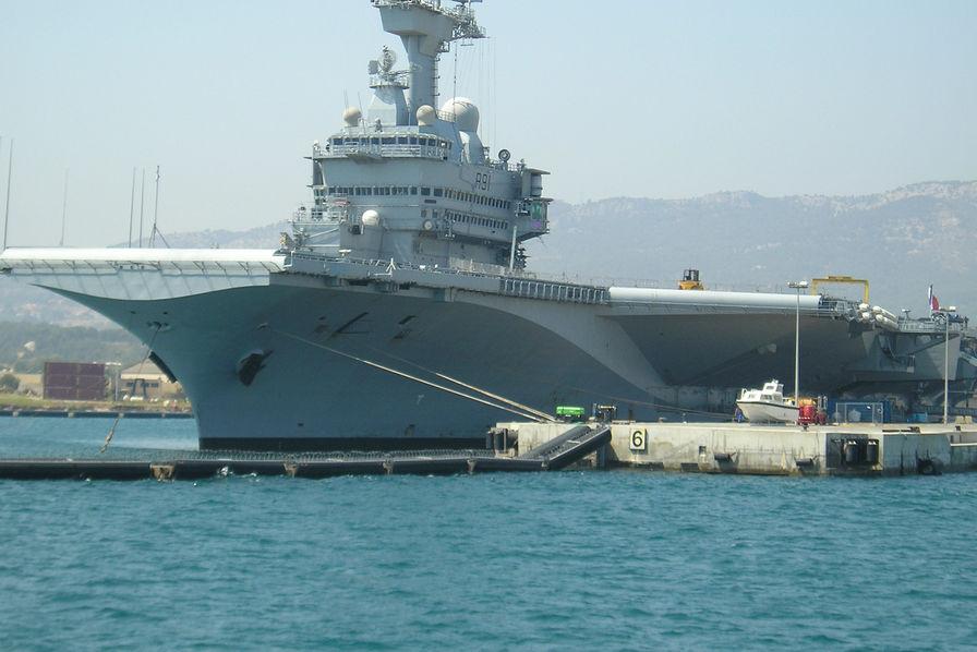 Le porte-avions Charles de Gaulle en rénovation pour 18 mois