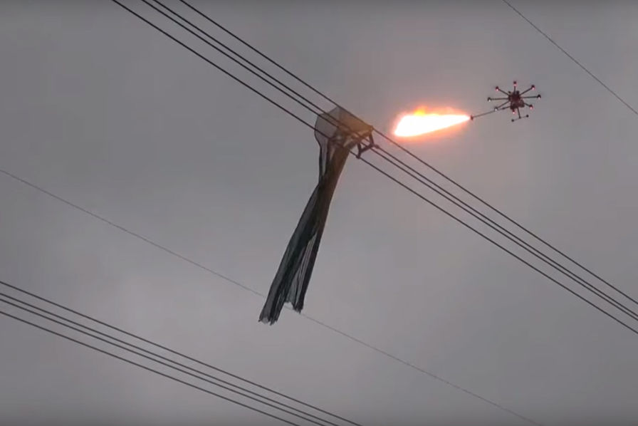 [L'industrie c'est fou] Un drone cracheur de feu pour … nettoyer les lignes à haute tension