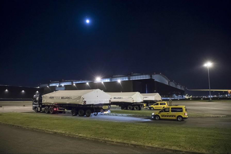 [En images] Toulouse réceptionne les premières sections de grande taille du Beluga XL d'Airbus