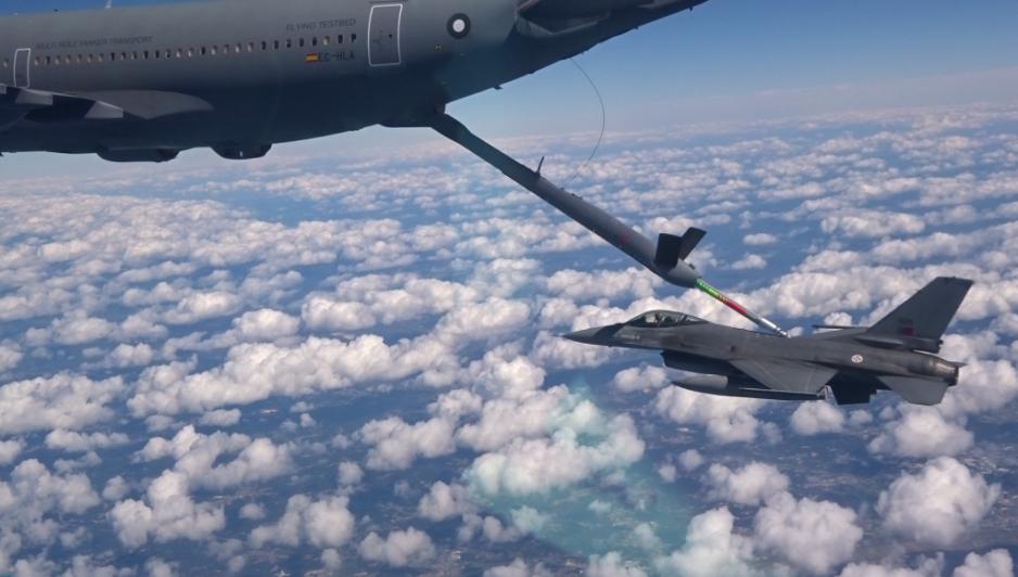 Airbus réussit un ravitaillement en vol avec son système automatique – Air&Cosmos