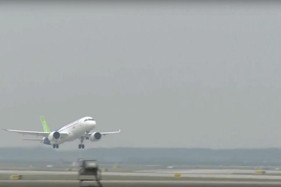 Airbus et Boeing doivent-ils avoir peur du premier vol réussi du C919 chinois ?