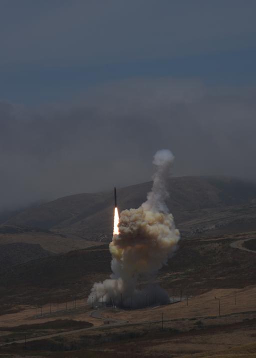 Les Etats-Unis réussissent l'interception d'un missile balistique intercontinental – Air&Cosmos – Premier Site Francophone d'Actualité Aéronautique et Spatiale