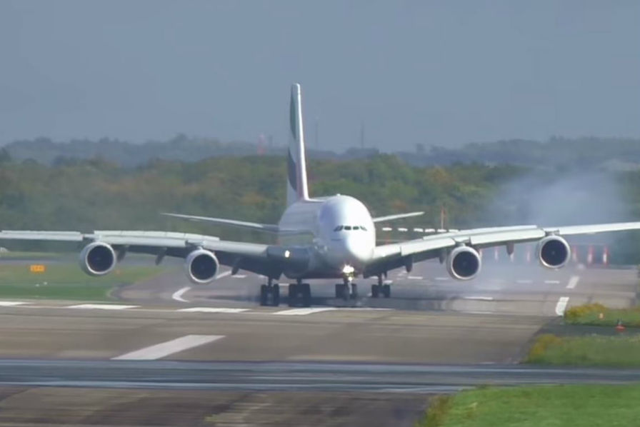 [Vidéo] Atterrissage compliqué pour cet A380 de la compagnie Emirates