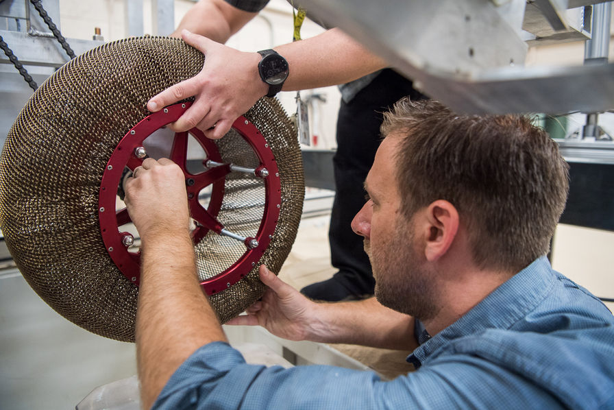 [L'industrie c'est fou] La Nasa développe un pneu à mémoire de forme