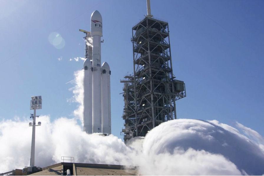 [Vidéo] SpaceX procède (enfin) à la mise à feu statique de sa fusée Falcon Heavy