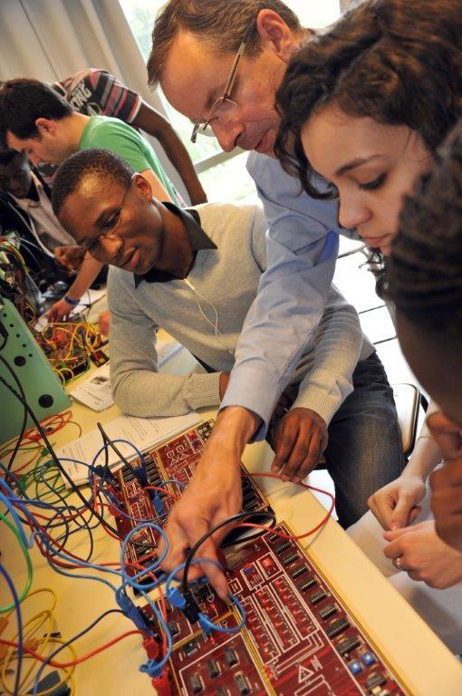 Les formations labellisées par Normandie AeroEspace accueillent plus de 120 étudiants pour les préparer aux métiers d'avenir de l'aéronautique
