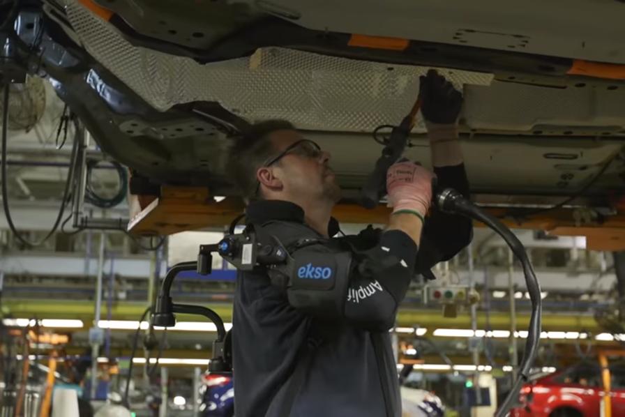 [L'industrie c'est fou] Ford teste des exosquelettes dans deux usines américaines