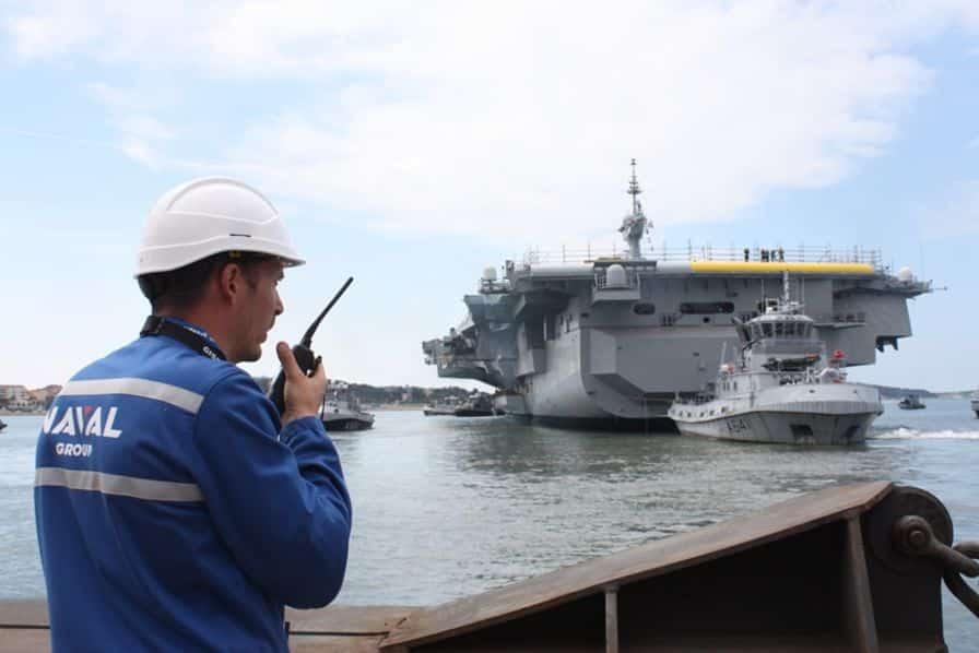 [En images] Le porte-avions Charles de Gaulle remis à flot pour poursuivre son chantier