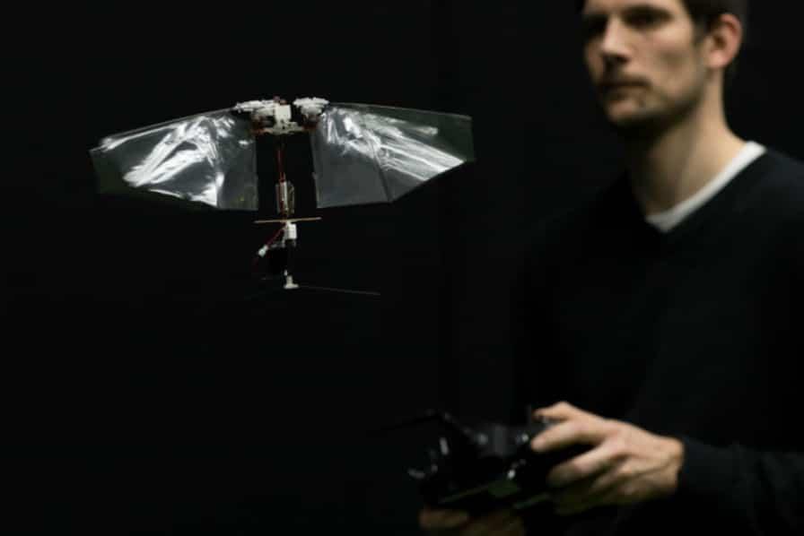 [Vidéo] Inspiré d'un insecte, ce robot sait voler de ses propres ailes