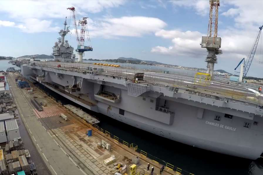 [Vidéo] Entièrement rénové, le porte-avions Charles de Gaulle prêt à accueillir Emmanuel Macron