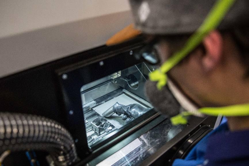 Liebherr lance la production en série de composants imprimés en 3D – Air&Cosmos