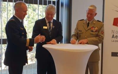 Le Président de Normandie AeroEspace et l'Officier Général de la Zone de Défense et Sécurité Ouest signent une charte d'engagements réciproques