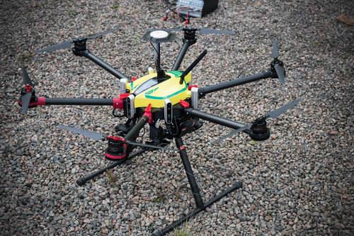 Suède : Everdrone réalise une livraison par drones entre deux hôpitaux – Apps&Drones