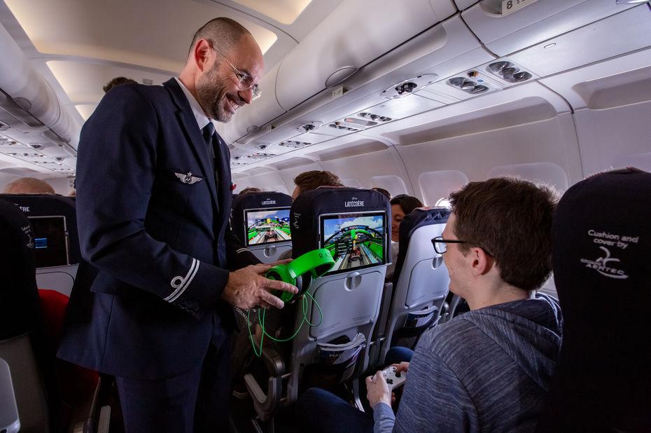 Air France et Latécoère réalisent un premier test de Li-Fi en vol autour d'une compétition Trackmania