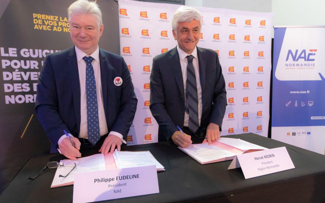 Philippe Eudeline, Président de NAE et Hervé Morin, Président de la Région Normandie - crédit photo : Julien TRAGIN