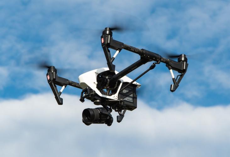 Un drone policier met en garde les passants marseillais