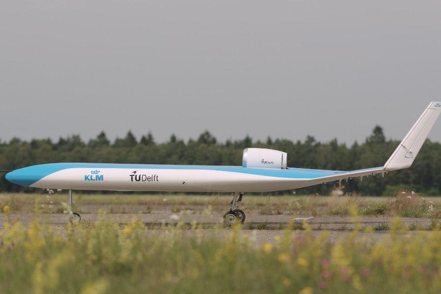 Décollage réussi pour la maquette du «Flying-V», l'avion façon aile volante de KLM – L'Usine Aéro