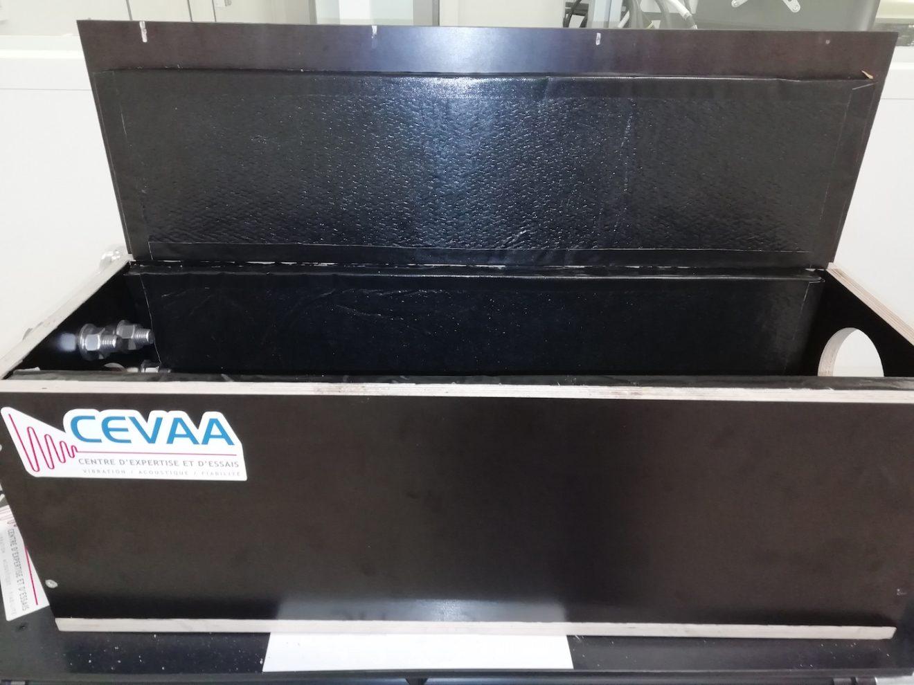 Le CEVAA conçoit un caisson sur mesure de réduction de bruit, dédié aux bancs de production