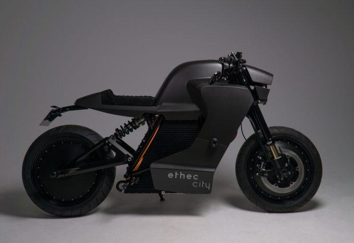 Comment l'impression 3D d'un moule en sable assure une plus longue durée de vie aux batteries de motos électriques | 3D ADEPT MEDIA